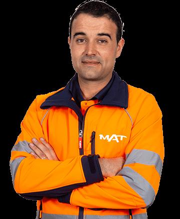 Trabajador de Grupo MAT con uniforme
